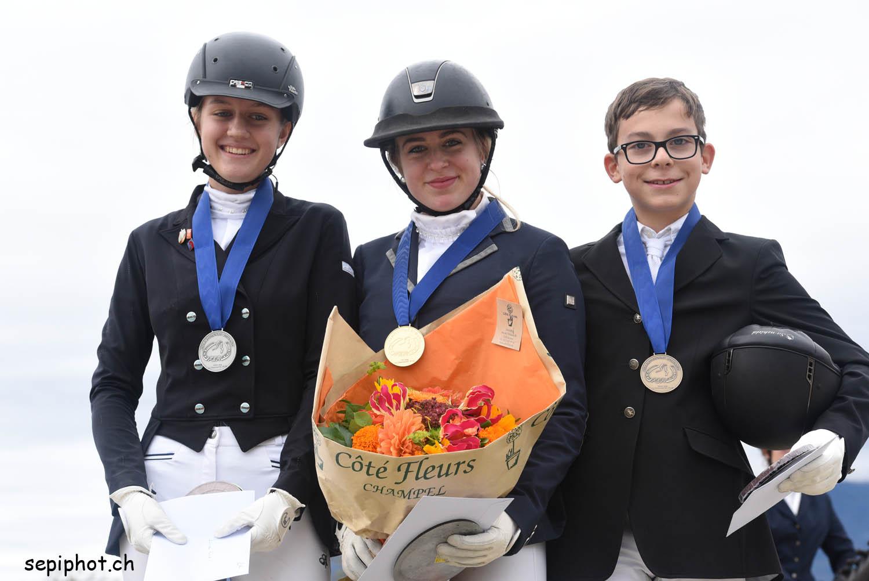 Une Junior Fribourgeoise sur le podium du Championnat Romand de dressage 2018
